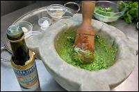 Preparazione del Pesto Genovese